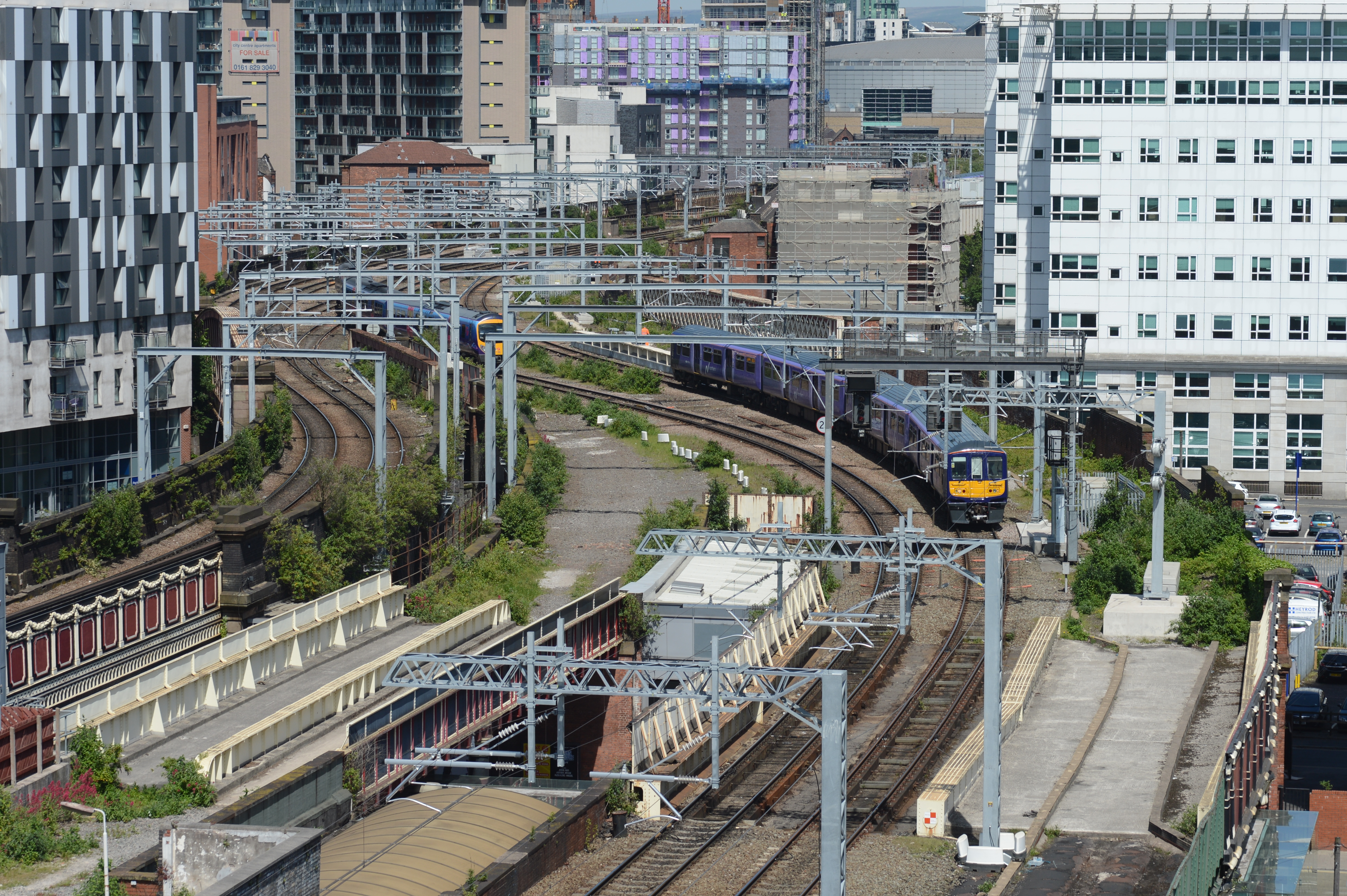 The approaches to Salford Central from the East,looking towards Manchester Victoria. Northern's 319386 approaches with a service to Liverpool Lime St running on the newly electrified route via the original Liverpool & Manchester railway.