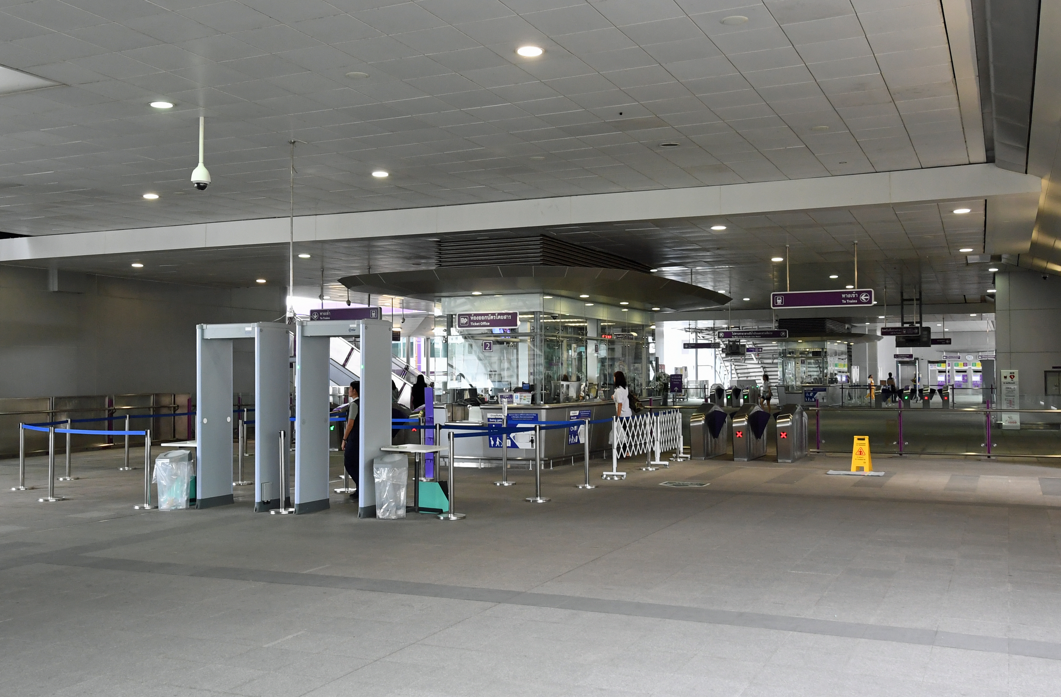 dg262517-concourse-purple-line-station-tao-poon-bangkok-thailand-11-1-16