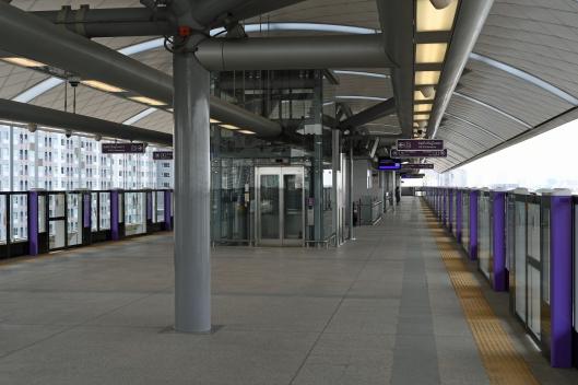 dg262528-platform-level-purple-line-station-bang-son-bangkok-thailand-11-1-16