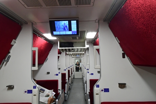 dg267278-interior-srt-chinese-sleeper-train-32-hat-yai-bangkok-thailand-25-2-17