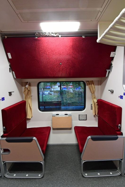 dg267283-seating-bay-srt-chinese-sleeper-train-32-hat-yai-bangkok-thailand-25-2-17