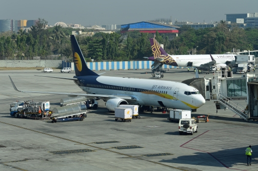 dg267402-jet-airways-boeing-737-800-vt-jle-mumbai-india-27-2-17