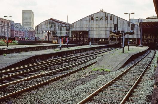 01080. Manchester Victoria. platforms 4 to 10. 25.5.90.