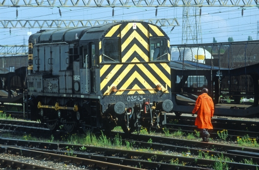 03859. 08543. Shunting the Down yard. Bescot. 2.6.94