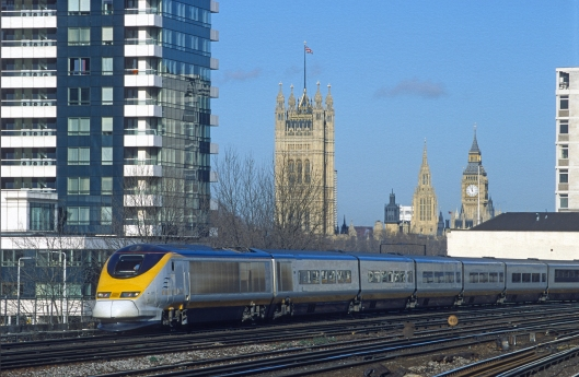 08736. 3211. Eurostar with Parliament in the background. Vauxhall. 25.1.01