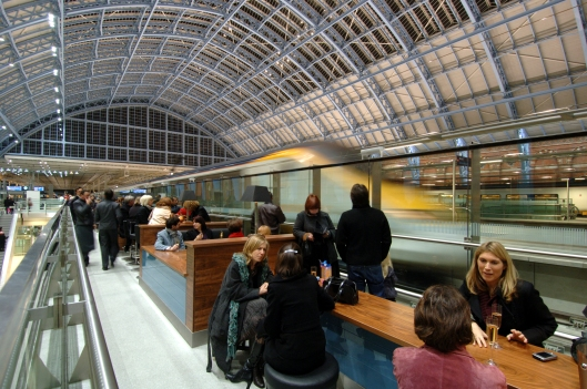 DG13604. Champagne bar. St Pancras International. 14.11.07.