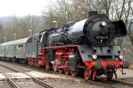 FDG05197. 41 1144 waits at Zella-Mehlis. Germany. 11.2.07