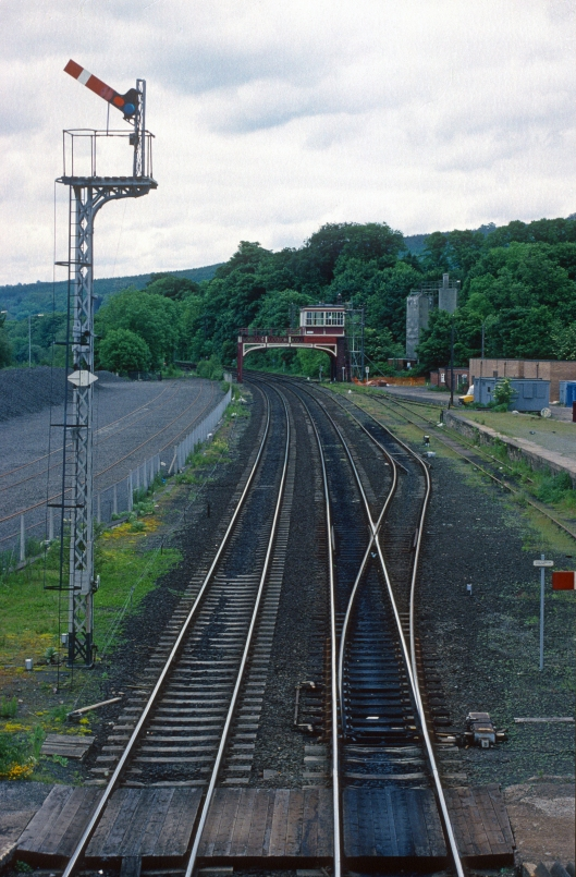 04828. Lattice post bracket signal. Heading for Newcastle. Hexham. 14.6.1995