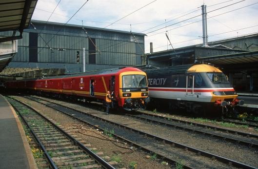 04847. 325001. 001 on test. 43068 on 08.50 Edinburgh to Penzance. Carlisle. 15.6.1995