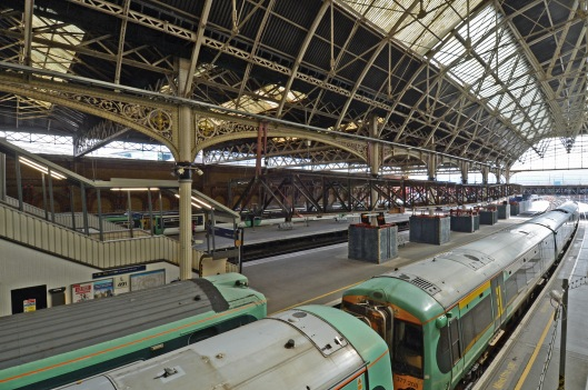 DG123710. Readying the roof for demolition. London Bridge. 11.9.12.
