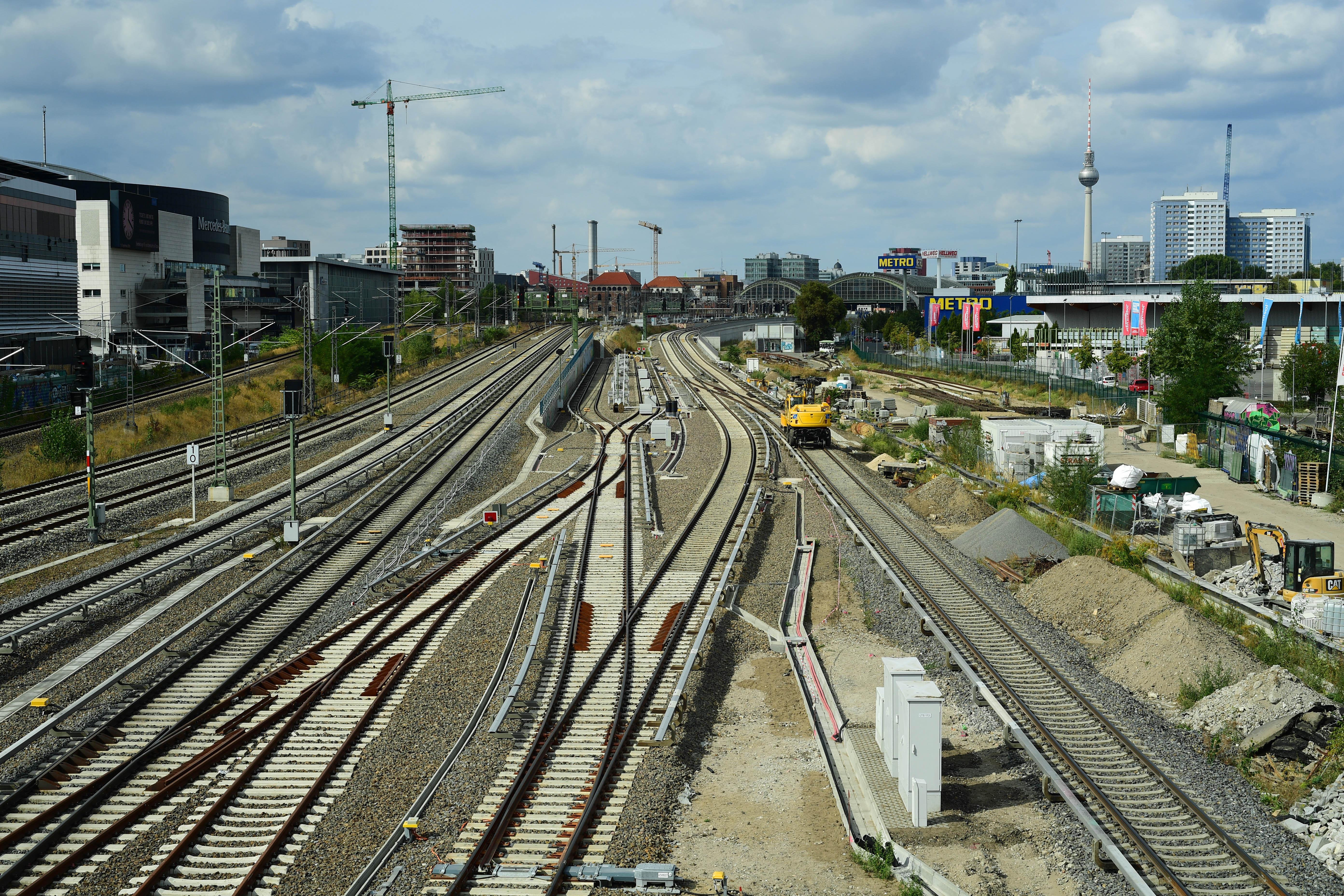 DG308400. Rebuilding the lines between Ostbahnhof and Warschauer Strasse stations. Berlin. Germany. 17.9.18cropp