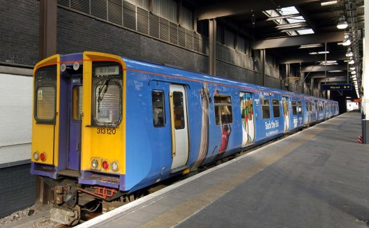 DG03169. 313120. 2012 livery. Euston. 16.4.05.