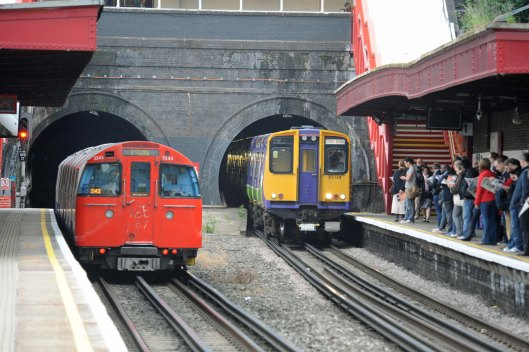 DG54443. Tube and 313134. Kensal Green. 11.6.10.