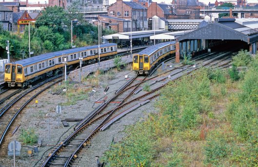 11065. 507017. 507001. Birkenhead Central. 3.10.02.crop