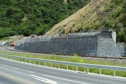 dg316187. new railway retaining wall. ohau. new zealand. 13.1.19crop