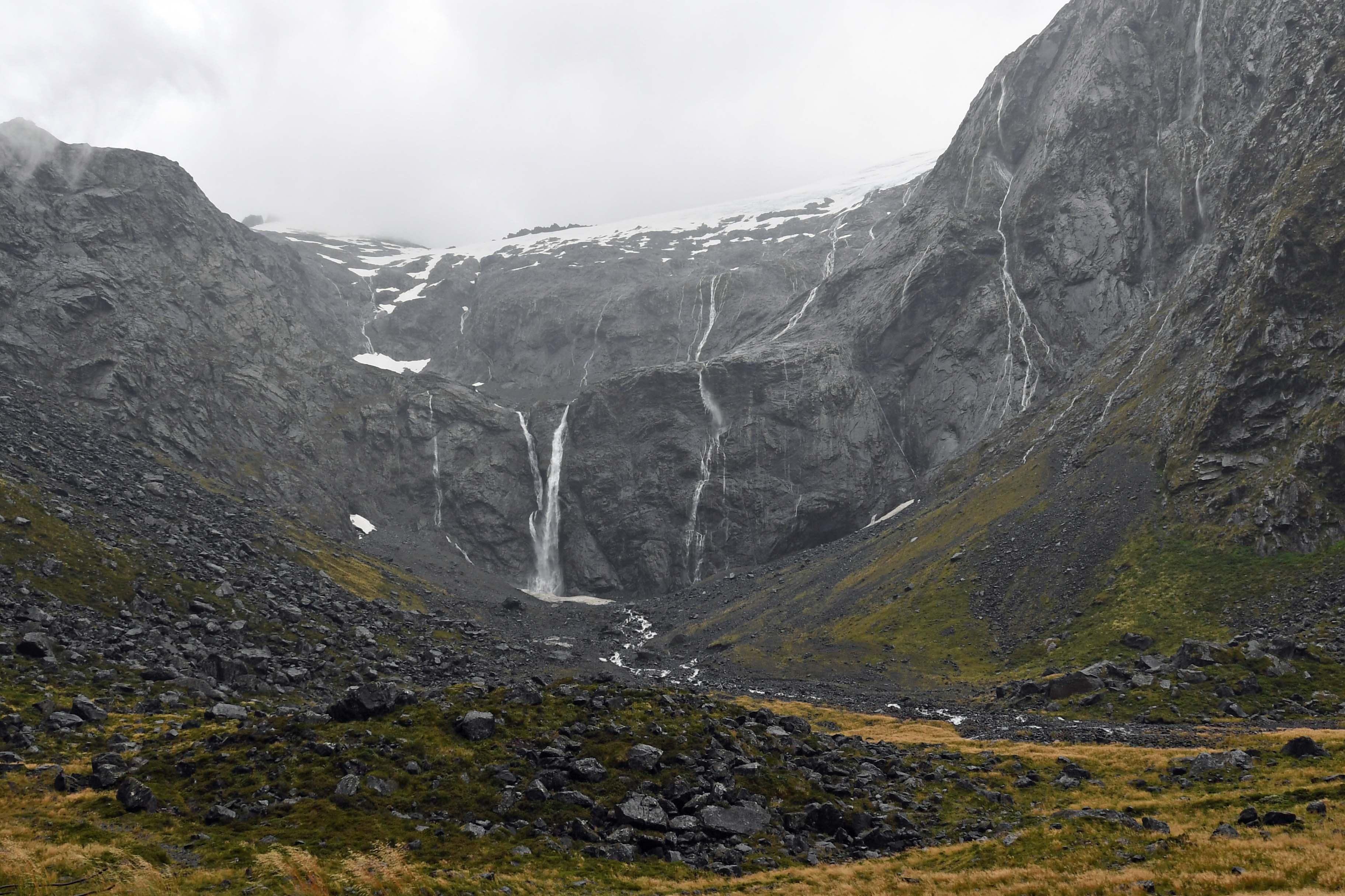 dg317643. waterfalls. milford sound highway. south island. new zealand. 23.1.19crop