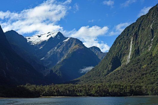 dg317795. milford sound. south island. new zealand. 23.1.19crop
