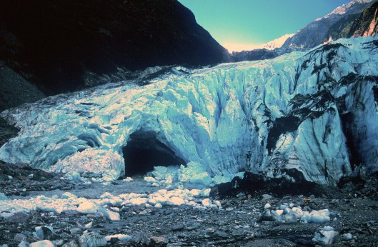 t8966. franz joseph glacier base and climbers. new zaealand 1999.crop