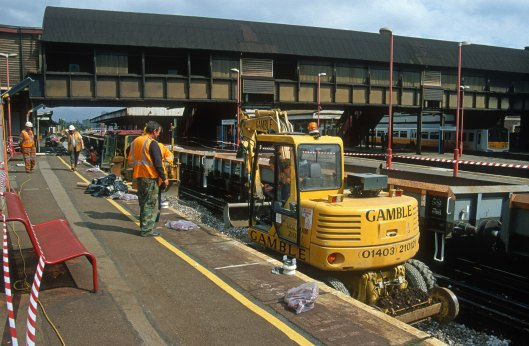 06776. Relaying track in platform 10. Clapham Junction. 31.7.97crop