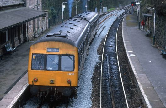 7655. L835 51432 + 51498. 14.02. New Mills - Manchester Piccadilly. New Mills Central.14.4.2000crop