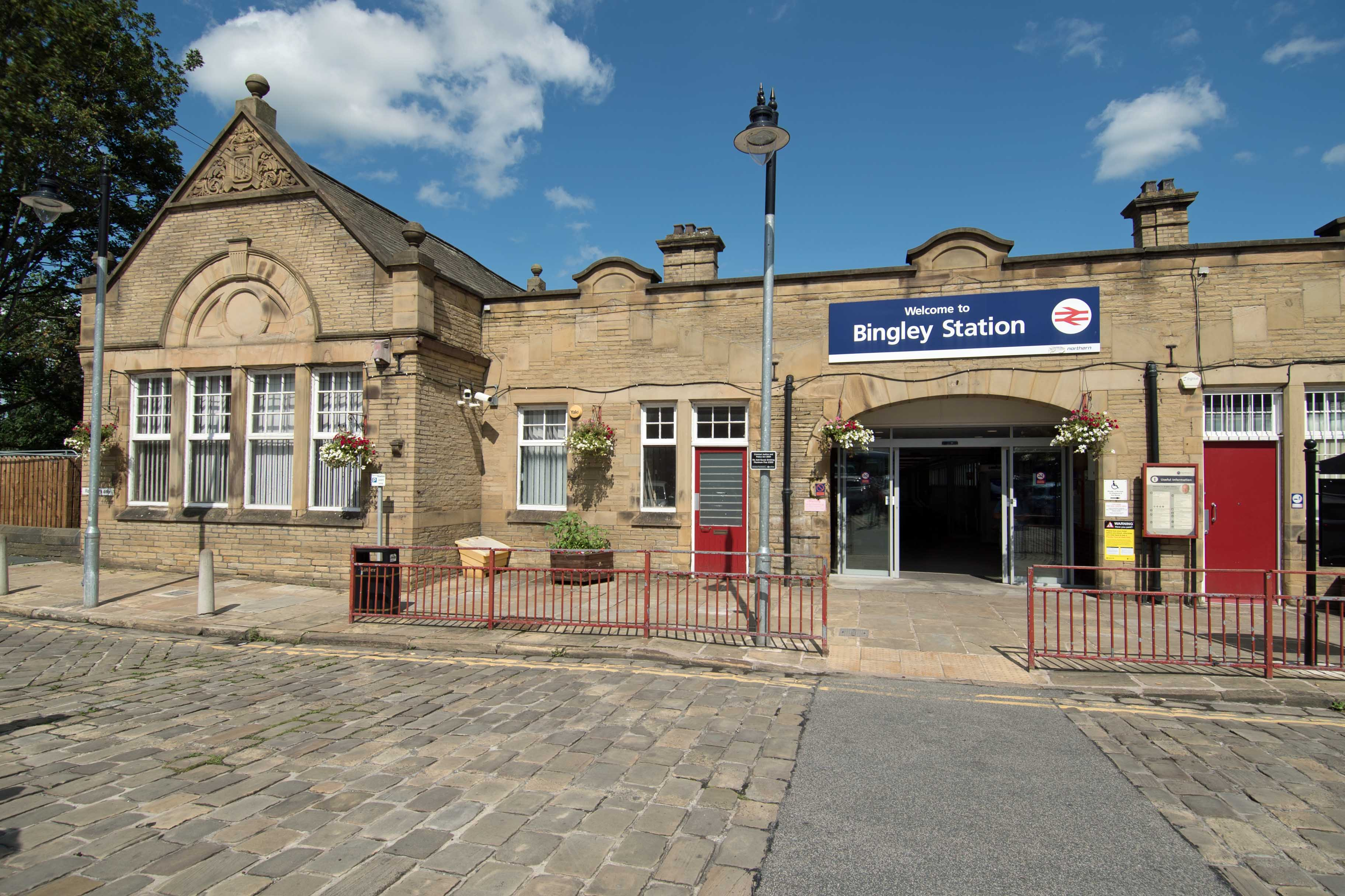 DG329705. Station frontage. Bingley. 29.7.19.crop
