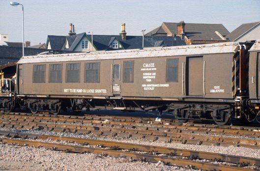 0102. ADB 975705. Bedford. 04.10.1989.+crop