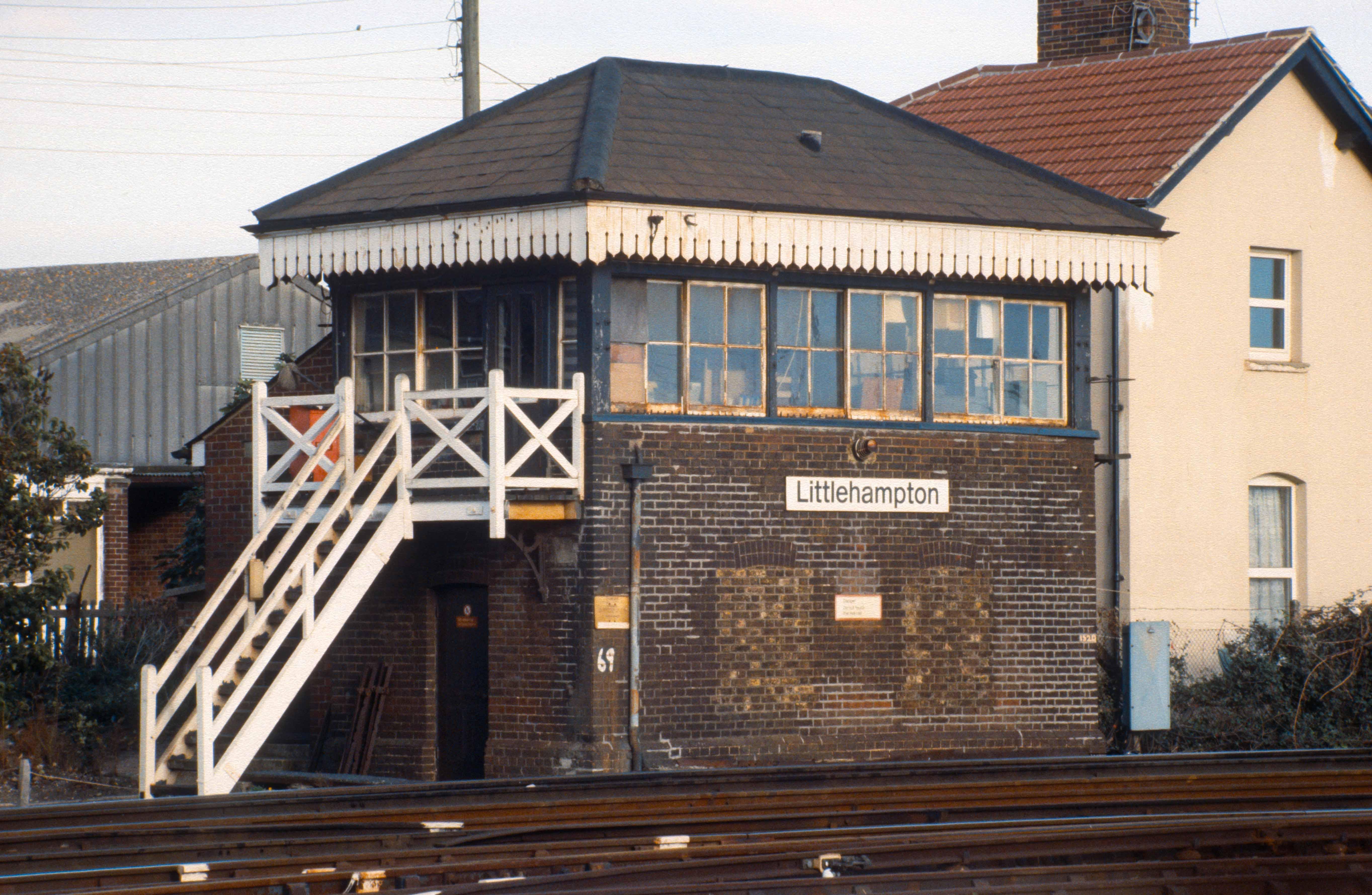 0167. Signalbox. Littlehampton. 15.10.1989.+crop