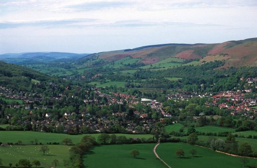 T15451. Looking down on Church Stretton from atop Caer Caradoc (459m). Shropshire. England. 04.05.2003crop