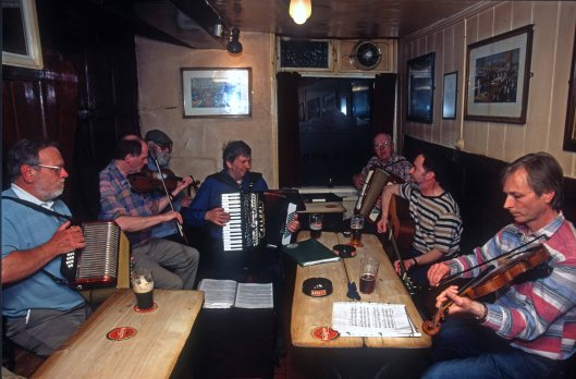 T15483. Local musicians gather to play in the old Loggerheads pub. Shrewsbury. Shropshire. England. 04.05.2003crop