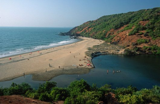 T9346. Arambol little beach and freshwater lake. Arambol. Goa India. 30.01.2000 crop