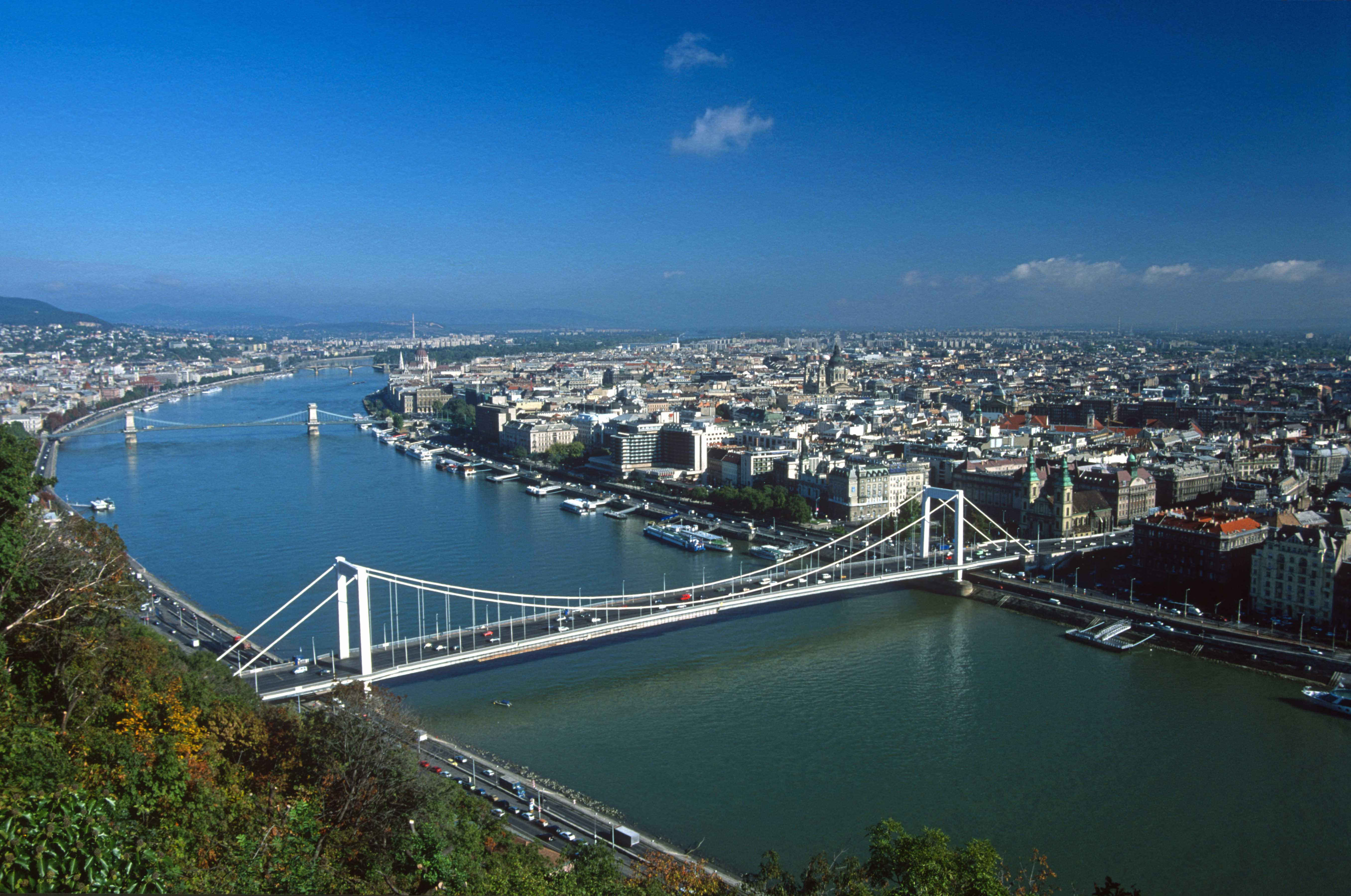 TD0279s. Budapest. Hungary. 01.10.2004crop