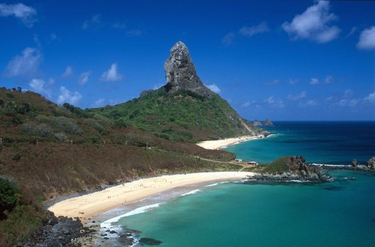 T13890. Cachorro and Conceicao beaches. Fernando de Noronha. Brazil. 16.08.2002crop