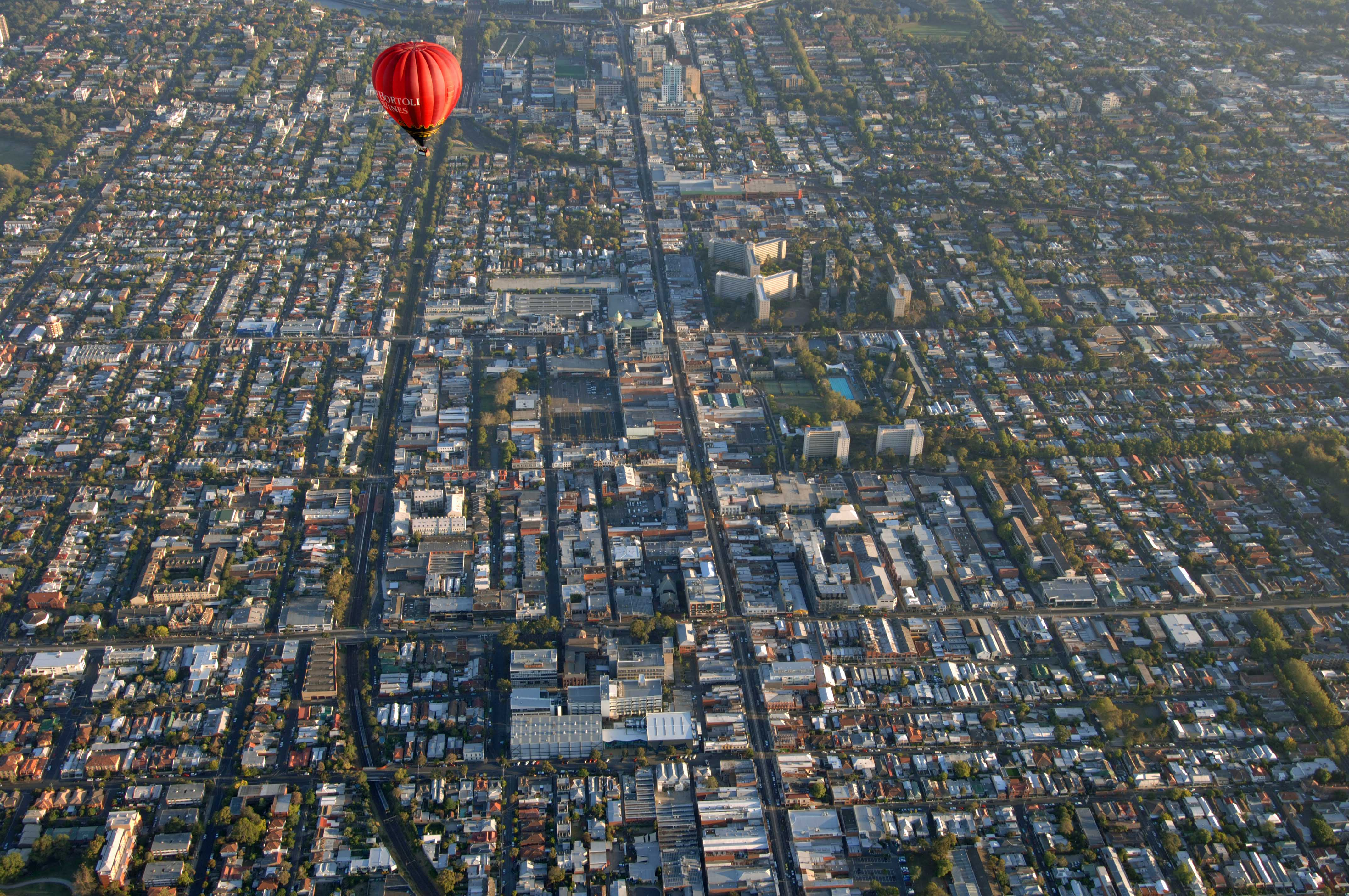 TD02571. Balloon flight over Melbourne. Australia. 1.2.07.crop