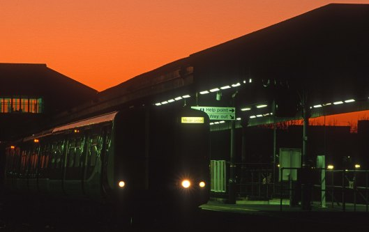 09960. 313119. Service to Willesden Jn. Clapham Junction. 10.12.2001.2001crop